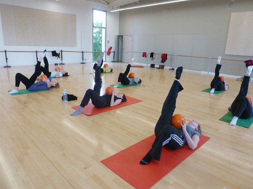 L'aéro stretching fait travailler la souplesse et favorisent le maintien et la détente