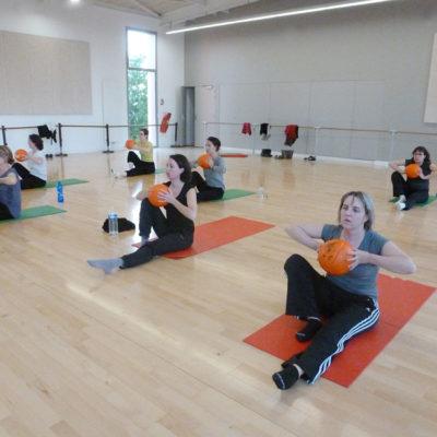 L'Aéro-stretching Est Un Méthode Propre à L'Ecole De Danse