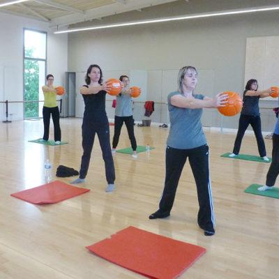 L'aéro-stretching Est Une Méthode De Gymnastique Douce, Propre à L'Ecole De Danse