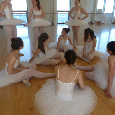La Danse Classique Apporte L'aisance Corporelle, L'allure Et Favorise Une Musculature équilibrée Et Harmonieuse