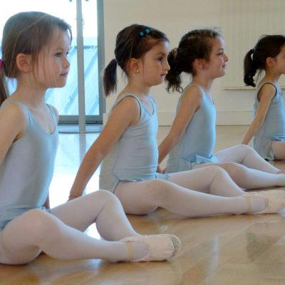 Dès 7 Ans, Les Enfants Peuvent Commencer à Apprendre La Danse Classique