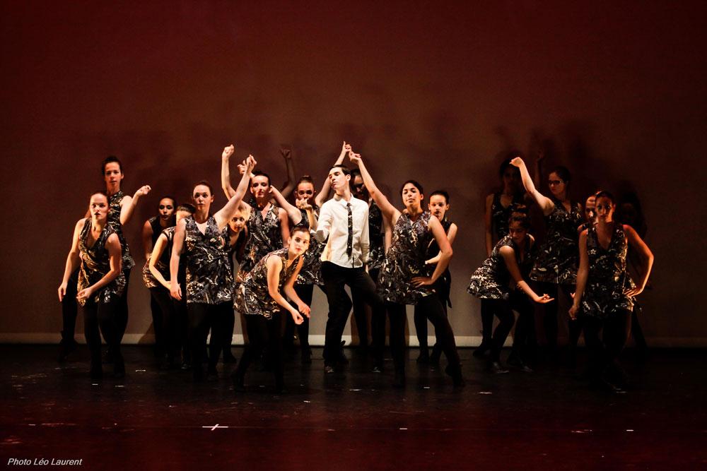 Les élèves du cours Modern'Jazz se produit lors du gala de l'Ecole de Danse de Vitré