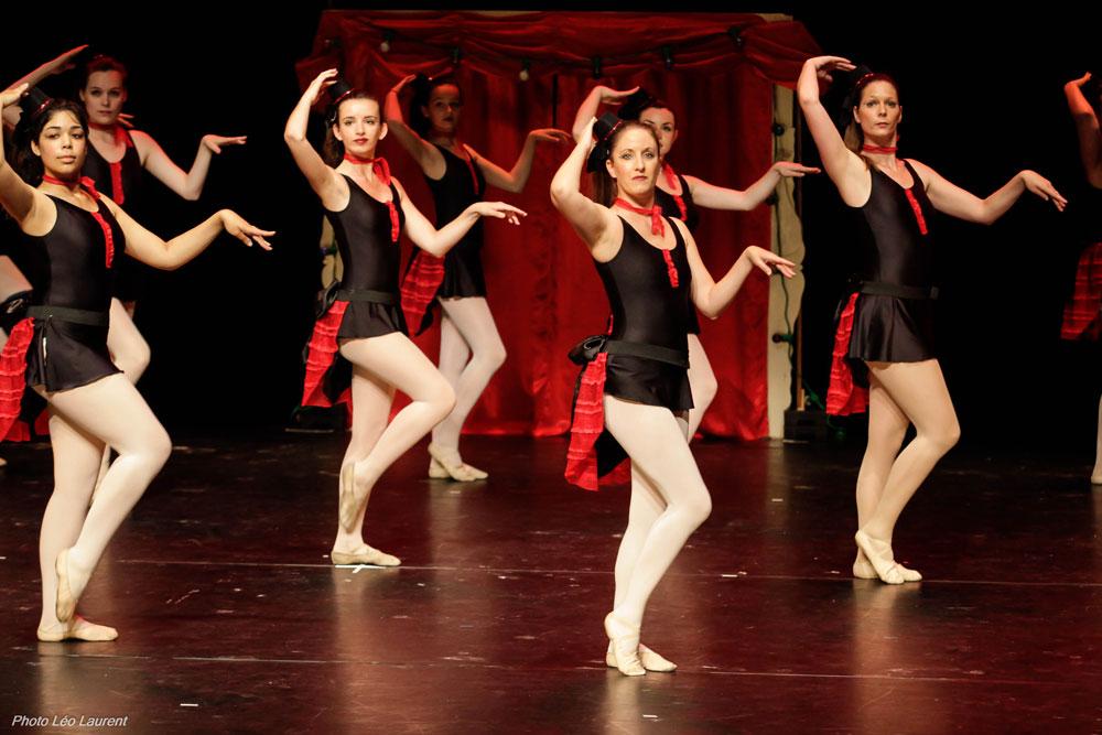 Elèves du cours Modern'Jazz lors du Gala de l'Ecole de Danse